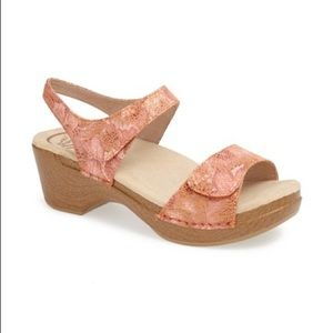 Dansko Sonnet Sandal In Peach Floral